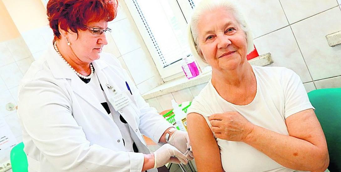 Jak wskazują badania, skuteczność szczepionek przeciwko grypie jest bardzo wysoka i wynosi: 70-90 proc. w przypadku ludzi zdrowych i 50-70 proc. w grupach