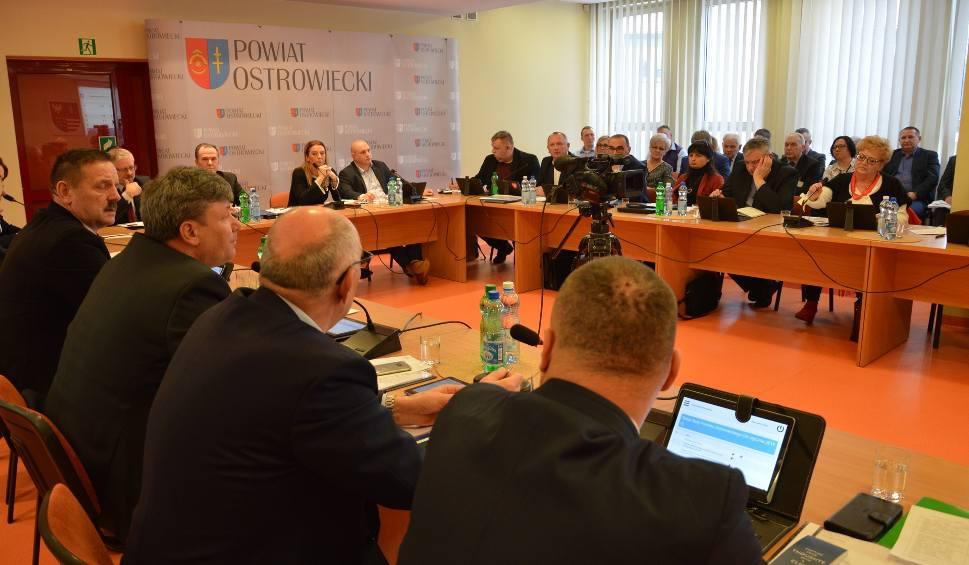 Film do artykułu: W środę sesja Rady Powiatu Ostrowieckiego. Czy powiat pokryje stratę szpitala? [OGLĄDAJ TRANSMISJĘ NA ZYWO]