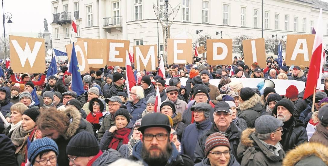 W sobotę przed Pałacem Prezydenckim tłumy apelowały do Andrzeja Dudy, by nie podpisywał ustaw przyjętych ostatnio przez parlament.
