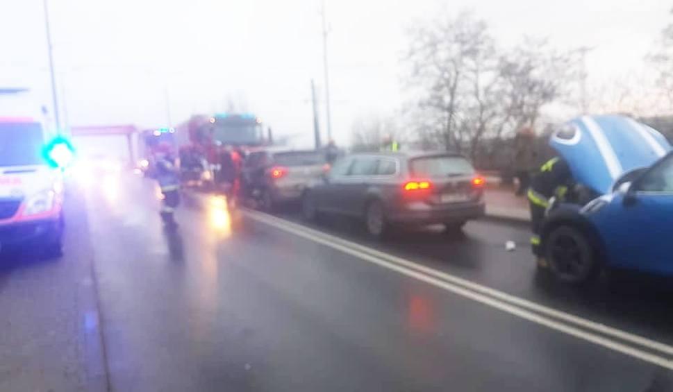 Film do artykułu: Zderzenie trzech samochodów na ulicy Gdańskiej w Bydgoszczy [zdjęcia]