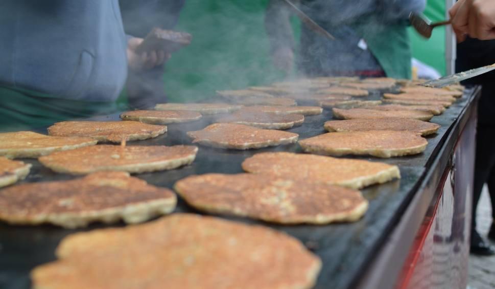 Film do artykułu: Placki ziemniaczane w Cieszynie: kupuj i jedz na zdrowie, pomożesz niepełnosprawnym