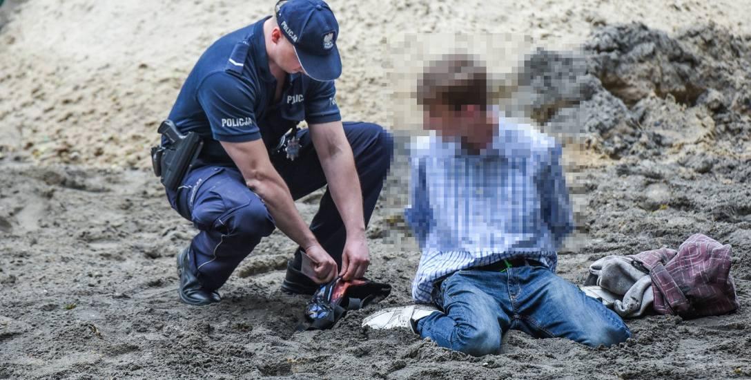 Ten młody człowiek napadł na przechodniów. Takich przestępstw jest więcej, jeśli ktoś czuje się pokrzywdzony może przyjść na dyżur.