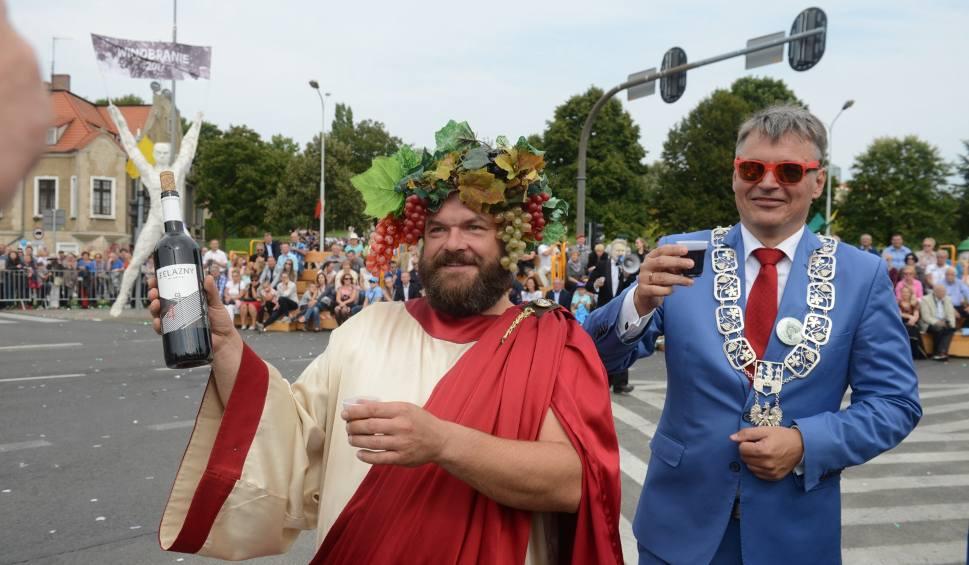Film do artykułu: WINOBRANIE 2018: Korowód winobraniowy z Bachusem na czele. Was również nie może zabraknąć!