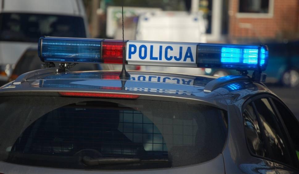 Film do artykułu: Oblał żonę kwasem i bił młotkiem? 39-latek zatrzymany na parkingu na gdyńskim Witominie, usłyszał zarzut usiłowania zabójstwa