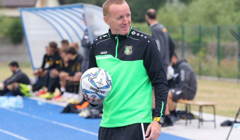 Film do artykułu: Trener Stali Paweł Wtorek po sparingu z AEK: -To była dla nas świetna lekcja. W meczu z mocnym rywalem pokazaliśmy się z dobrej strony