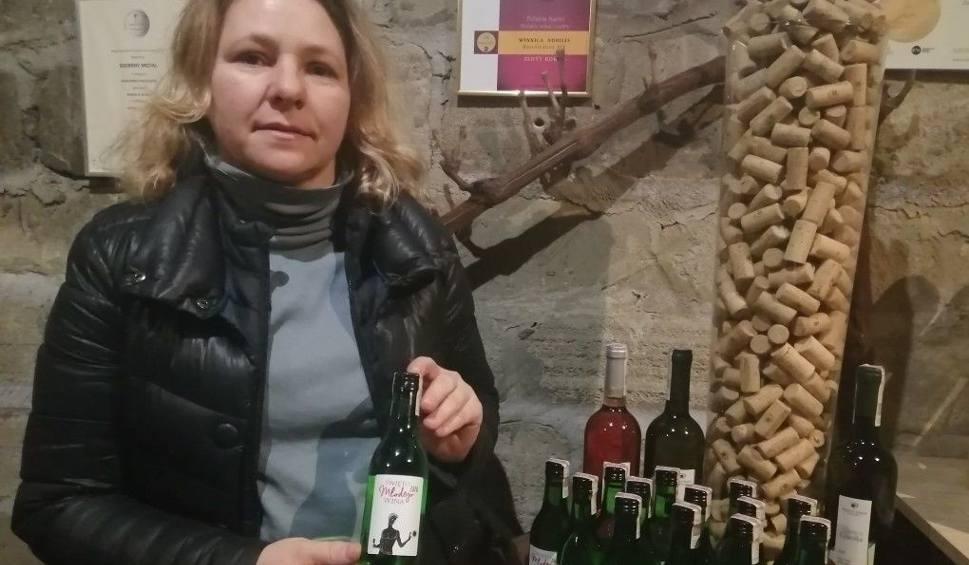 Film do artykułu: Wyjątkowe Święto Młodego Wina w Sandomierzu. Otwarte winnice i sprzedaż pakietów z młodym winem [WIDEO]