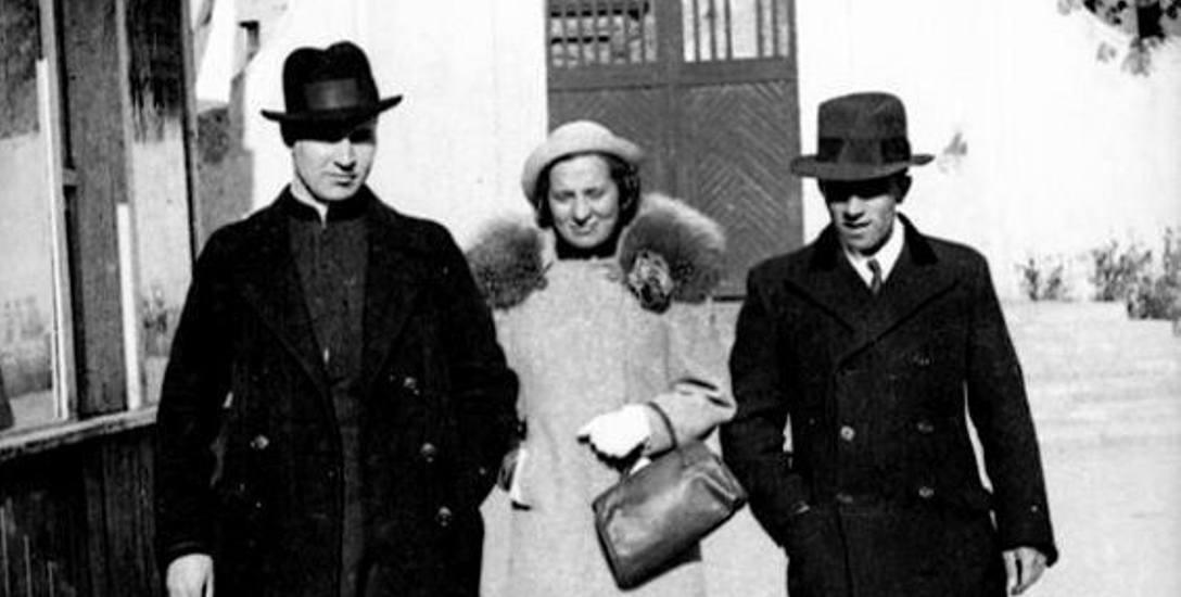 Ks. P. Maziewski (z lewej strony) z siostrą Marią Ołdak, Białystok 1938.
