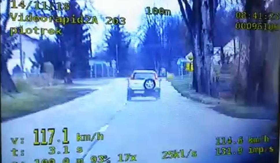 """Film do artykułu: Elbląg. Kobieta jechała z prędkością 117 km/h, przy okazji popełniła wiele wykroczeń i """"nazbierała"""" łącznie 25 pkt karnych [wideo]"""