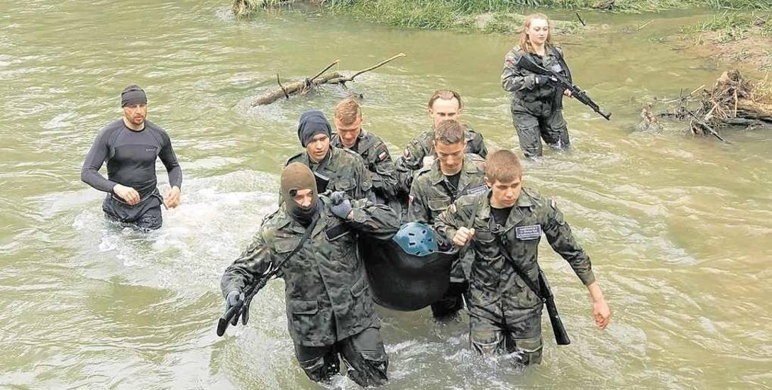 Uczniowie Zespołu Szkół w Sławięcicach już trenują jak żołnierze jednostek specjalnych. Wkrótce ich kształcenie finansowo wesprze MON