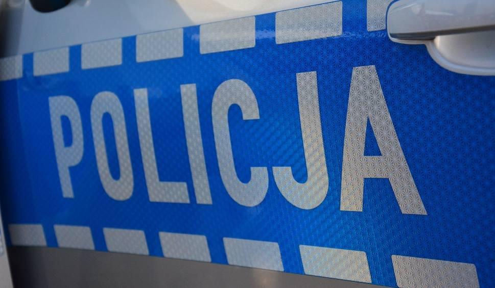 Film do artykułu: Wypadek na skrzyżowaniu w Kielcach. Kierowca mazdy przewieziony do szpitala