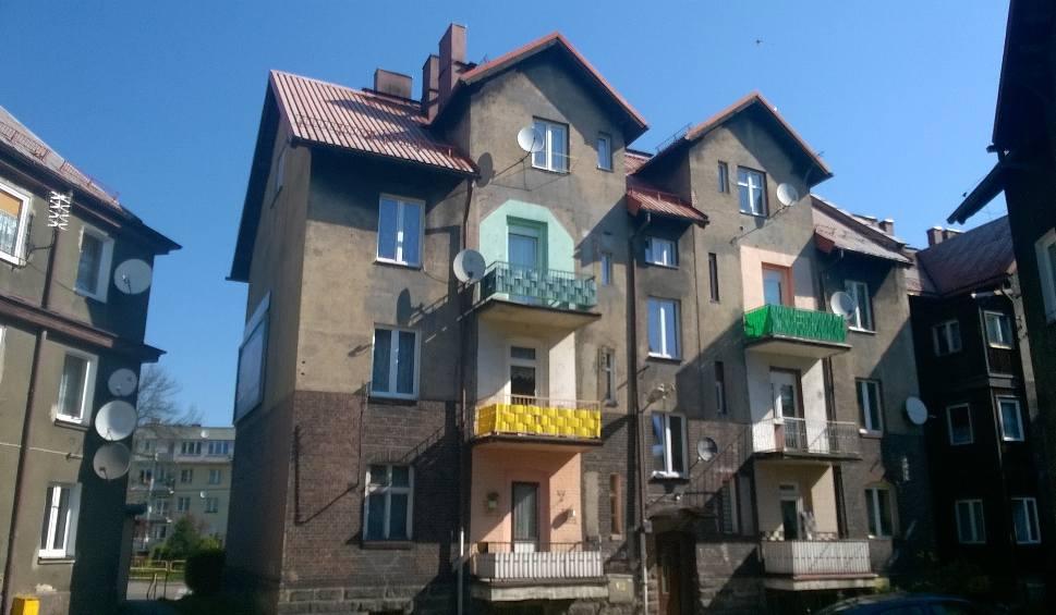 Film do artykułu: Tanie mieszkania od PKP w woj. śląskim do kupienia od ręki. Ceny mieszkań są zaskakująco niskie
