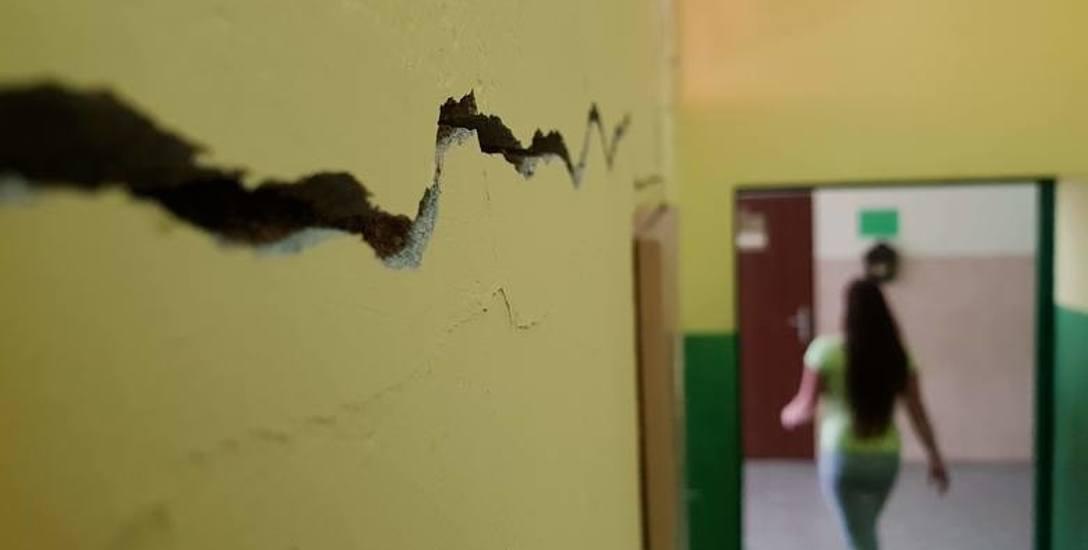 Dzieci nie wrócą do szkoły, która się rozpada. Podstawówka w Strzelcach Opolskich nadaje się do wyburzenia