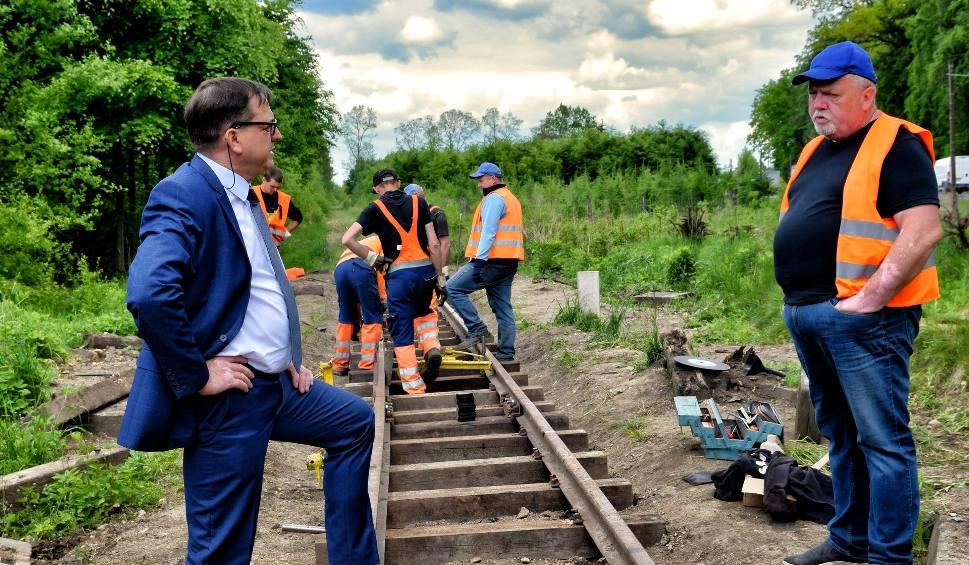 Film do artykułu: Trwa remont Starachowickiej Kolejki Wąskotorowej. Po 15 czerwca znów pojedziemy na wycieczkę (ZDJĘCIA)