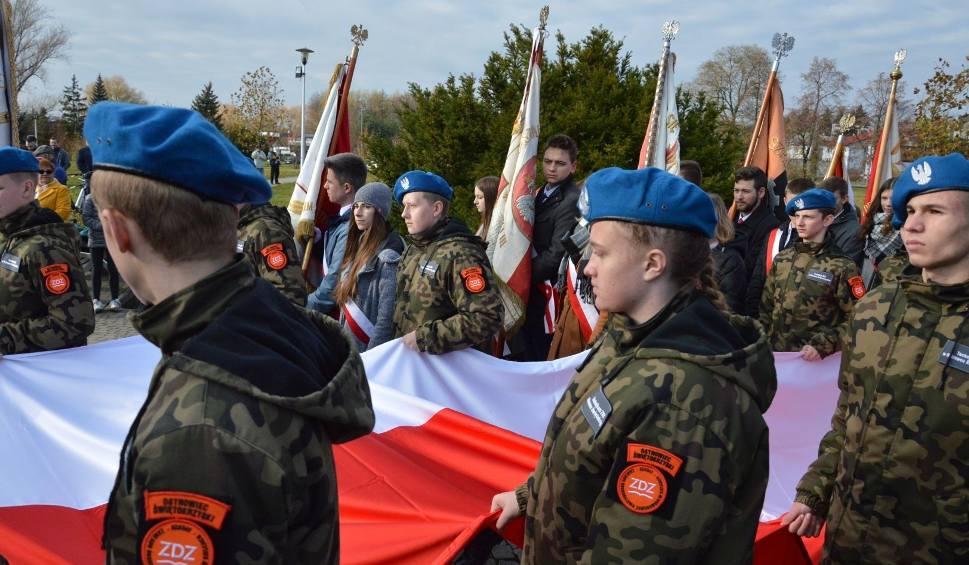 Film do artykułu: Obchody Święta Niepodległości w Ostrowcu przy pomniku marszałka Józefa Piłsudskiego [ZDJĘCIA, WIDEO]