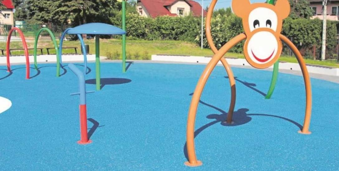 Udało się już wykonać wodny plac zabaw przy basenie. Można się w nim będzie pluskać od ostatniego weekendu czerwca