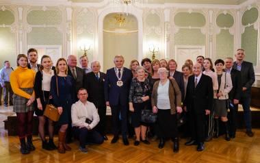 W niedzielę 23.02.2020 roku w Pałacu Branickich odbyła się uroczystość wręczenia medali za długoletnie pożycie małżeńskie. Pięćdziesiątą rocznicę ślubu,