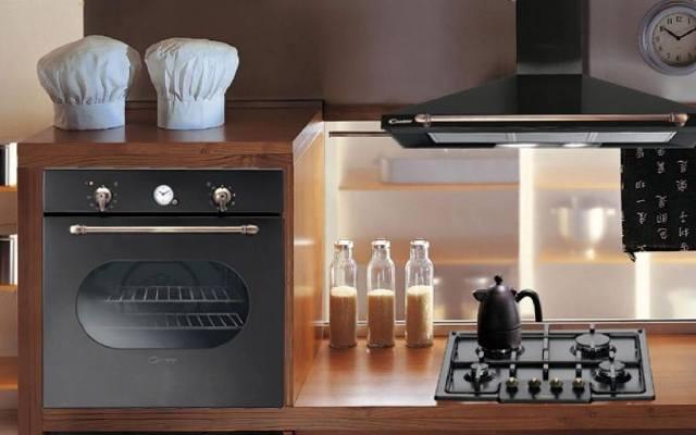Kuchnia retro: wnętrze w ciepłym klimacie