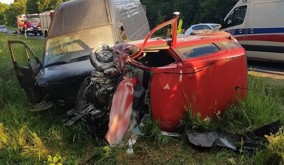 Film do artykułu: LUBUSKIE. Groźny wypadek. Samochód pizzerii zderzył się z busem koło Mirocina Dolnego. Jedna osoba ranna