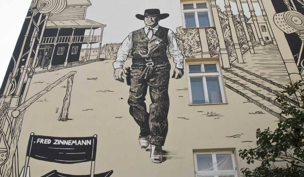 Film do artykułu: Zakończyły się prace nad muralem upamiętniającym Freda Zinnemanna, wybitnego reżysera urodzonego w Rzeszowie [WIDEO, PROGRAM OBCHODÓW]