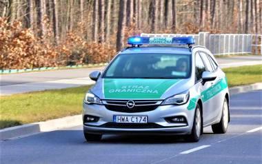 Funkcjonariusze Straży Granicznej z placówki Rzeszów-Jasionka konwojowali do szpitala rodzącą kobietę i jej męża.