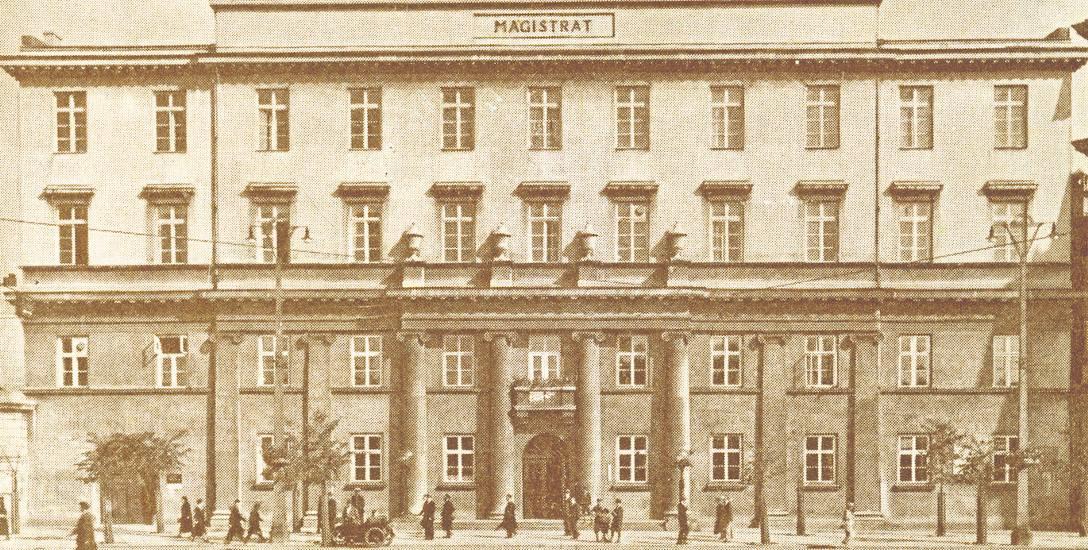 W budynku  magistratu przy pl. Wolności 1 kwietnia 1930 r. urządzono Muzeum Historii i Sztuki im. Juliana i Kazimierza Bartoszewiczów