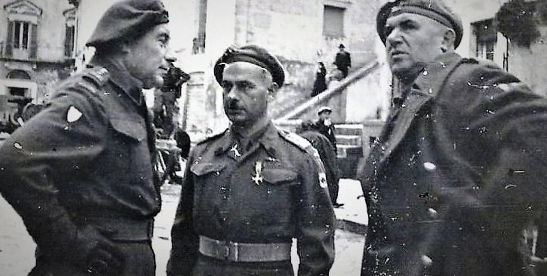 Bolonia, Włochy, ppłk W. Stoczkowski (w środku)
