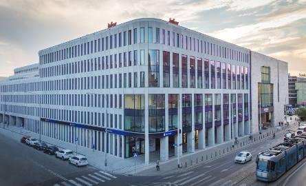 Retro Office House to usytuowany w centrum Wrocławia, przy ul. Piłsudskiego, prestiżowy biurowiec.