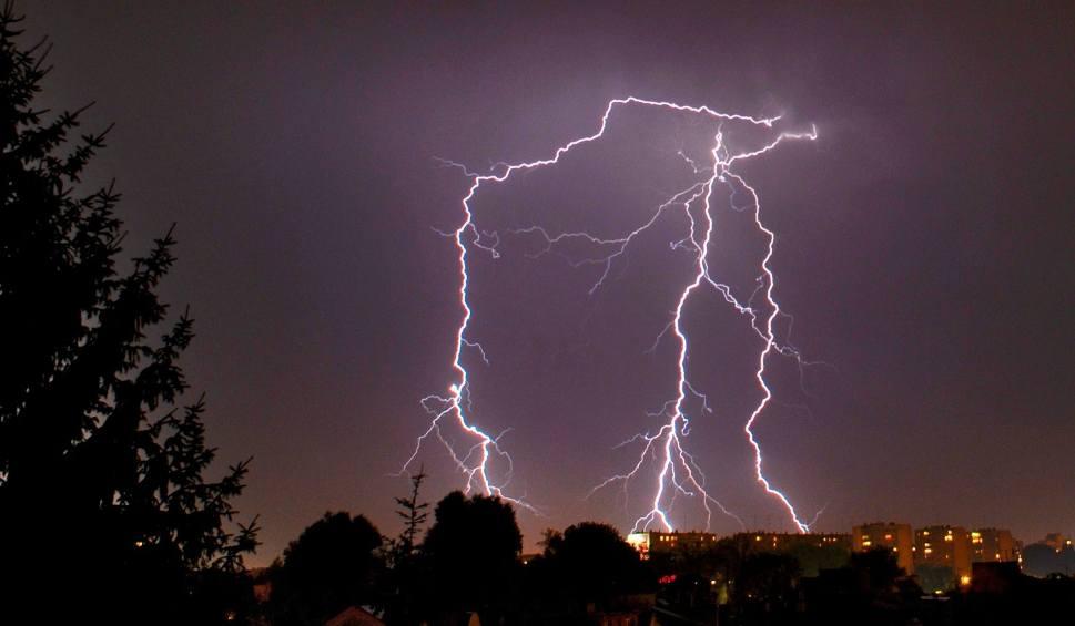 Film do artykułu: Burza na Pomorzu 20.06.2019. W Boże Ciało burze, silny wiatr i grad. Ostrzeżenia IMGW i RCB!  [prognoza pogody, mapa burzy]