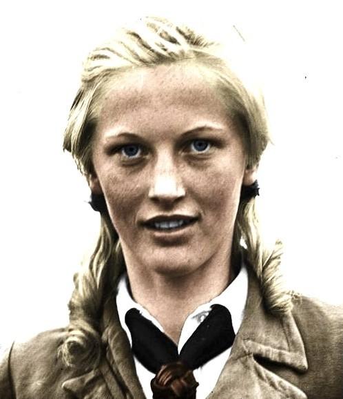 """llse Hirsch - niemiecka blondpiękność z piegami, a jednocześnie jedna z głównych postaci """"wilkołaków"""". Wzięła udział w zabójstwie burmistrza"""