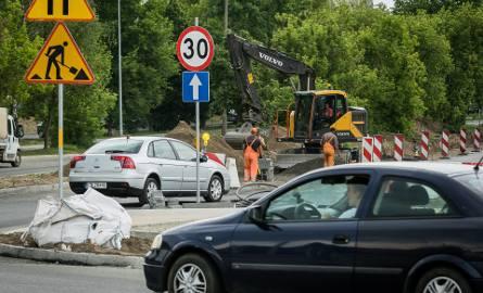Rondo na skrzyżowaniu ul. Glinki i Magnuszewskiej jest już gotowe. To część inwestycji pn. budowa II etapy Trasy Uniwersyteckiej