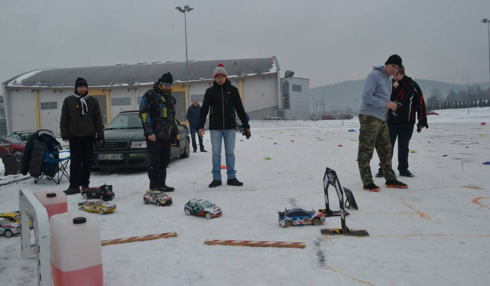Film do artykułu: Bielsko-Biała: Fascynujące rajdy miniaturowych samochodów pod Dębowcem [ZDJĘCIA, WIDEO]