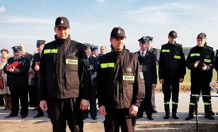 Krystian Puczyński i Mateusz Nowakowski dostali odznaki wzorowego strażaka.