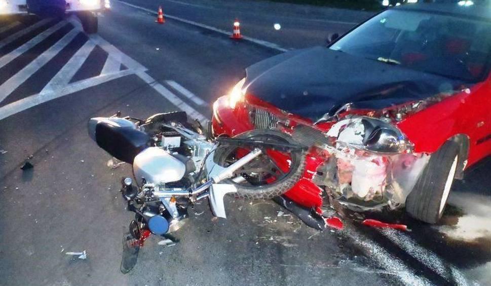 Film do artykułu: Wypadek motocyklisty na granicy powiatów [ZDJĘCIA]