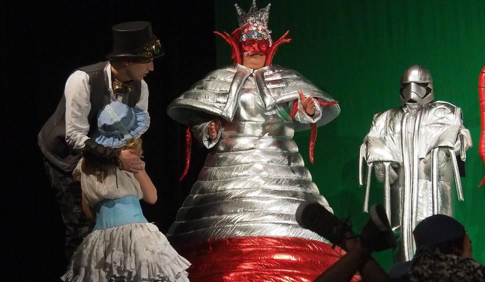 """Film do artykułu: Teatr Dramatyczny. """"W pustyni i w puszczy 3"""". Tylko czy młodzież na pewno to rozkmini? (zdjęcia, wideo)"""