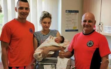 Ratownicy medyczni z Krapkowic pojechali do bólu brzucha, a odebrali poród!