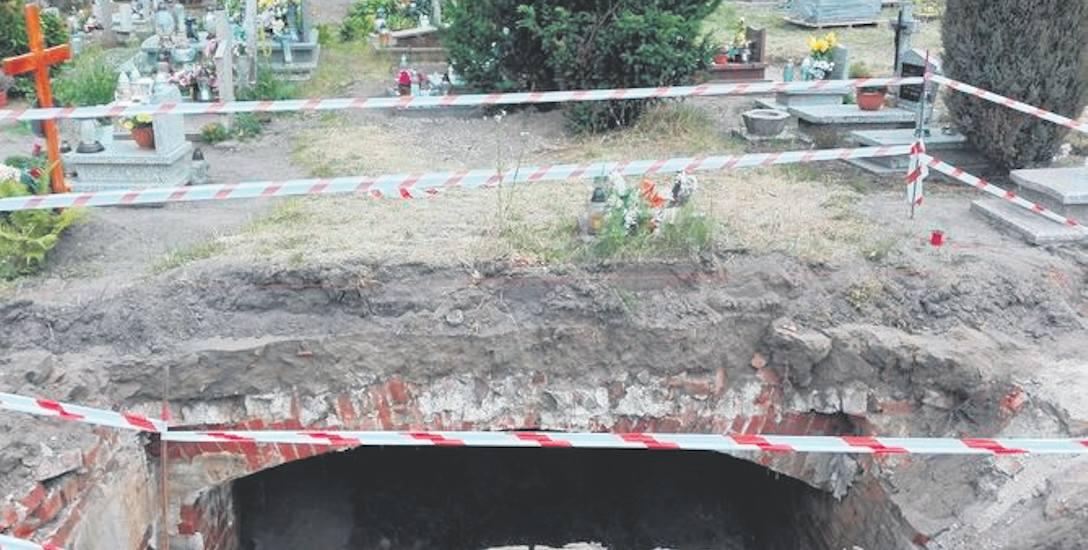 Grzmiąca: Podziemna krypta czeka na badania archeologa