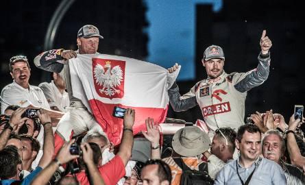 Jakub Przygoński (z prawej) z pilotem Tomem Colsoulem zajęli siódme miejsce w tegorocznym Rajdzie Dakar.