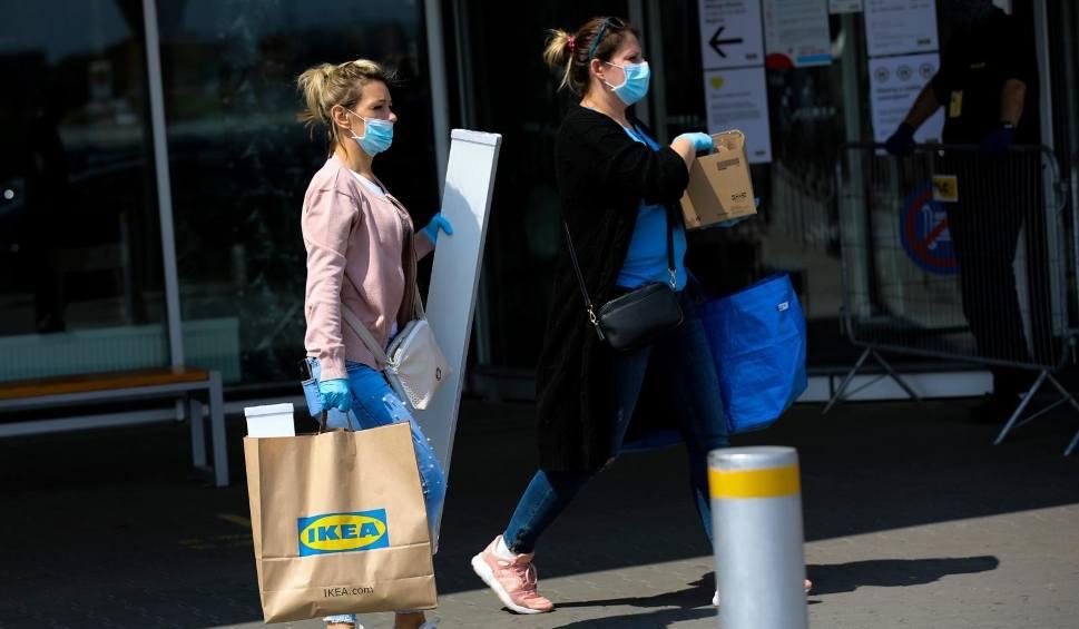 Film do artykułu: Wielkie kolejki do sklepu IKEA w Katowicach, a sieć ogłosiła, że nowych sklepów w Polsce nie zbuduje. Koniec z hipermarketami na obrzeżach