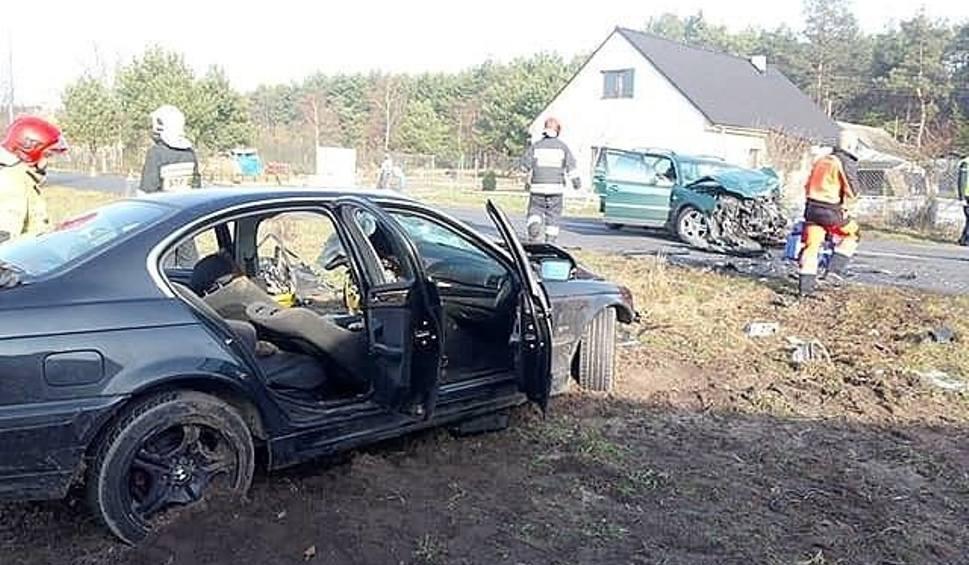 Film do artykułu: Wypadek za wypadkiem. Dwie osoby ranne, dwa samochody do kasacji, a trzy inne do remontu [ZDJĘCIA]