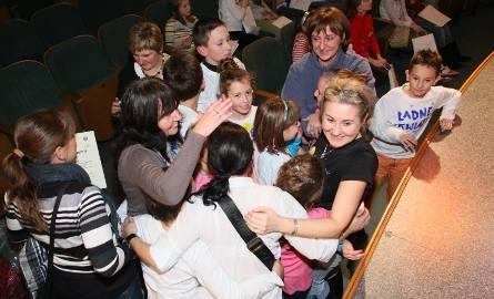 Tak cieszyli się uczniowie Szkoły Podstawowej nr 20 w Kielcach i Katarzyna Sornat, opiekunka szkolnego koła teatralnego z pierwszego miejsca w tegorocznym