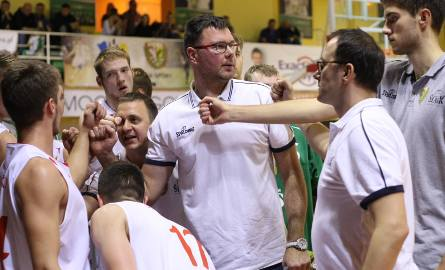 Dominik Tomczyk (w środku) i Jacek Krzykała (drugi z prawej) poprowadzili Śląsk do awansu do I ligi