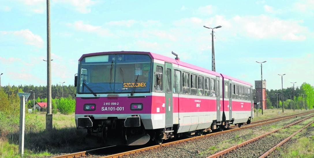Stacja w Korzybiu jeszcze przed remontem. To tutaj następuje rozgałęzienie torów linii 405 na tory linii 212 w kierunku Bytowa