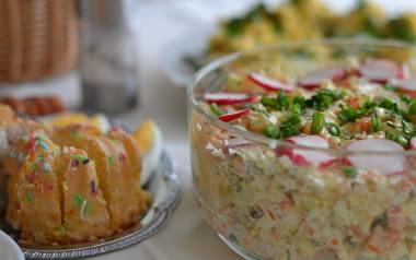 Świąteczne stoły uginają się od smakołyków. Jajka z majonezem, sałatka jarzynowa, biała kiełbasa. Mało kto potrafi się oprzeć. A sprawdzaliście kiedyś,