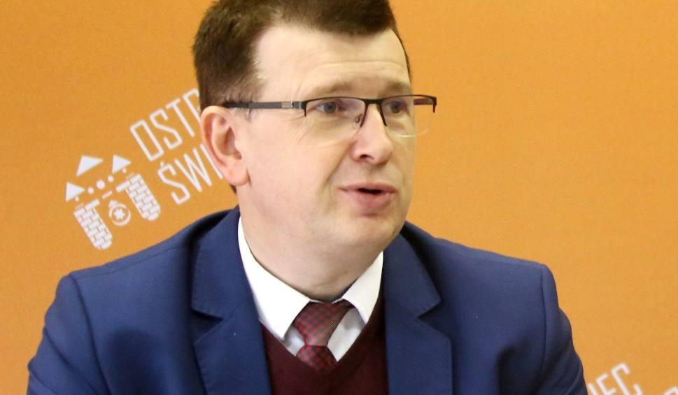 Film do artykułu: Agresja w sieci także w Ostrowcu. Prezydent Jarosław Górczyński zawiadomił policję o internetowym wpisie o ...  jego śmierci