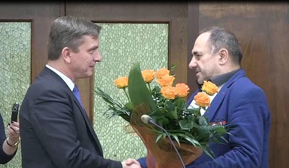 Film do artykułu: Bogusław Włodarczyk, starosta opatowski pokazał klasę. Złożył życzenia politycznemu przeciwnikowi
