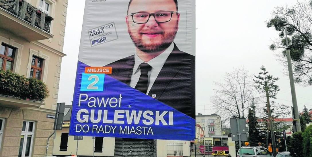 W piątek, trzy dni po terminie plakat wyborczy radnego PO jeszcze wisi na słupie oświetleniowym