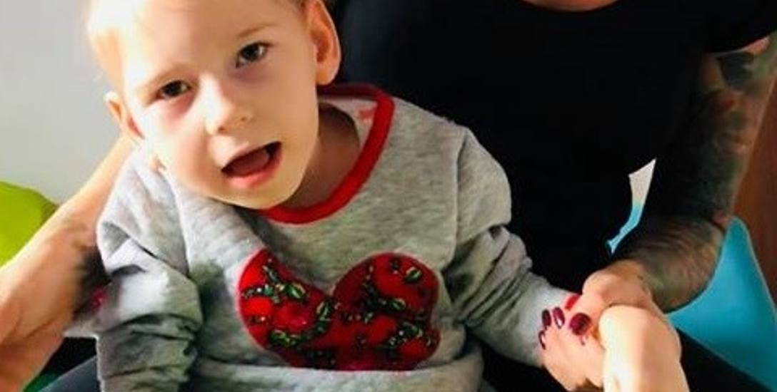 Zuzia od urodzenia cierpi na mózgowe porażenie dziecięce i epilepsję lekoodporną. Zachorowała w wyniku błędu okołoporodowego.