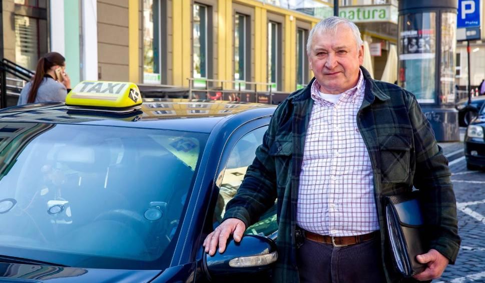 Film do artykułu: Bunt taksówkarzy. Nie chcą płacić 800 zł za egzaminy. Muszą znowu zdać egzamin z topografii miasta
