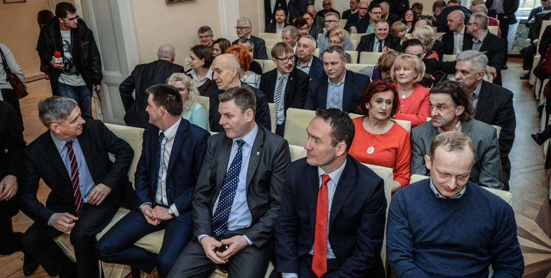 Na spotkaniu z Grzegorzem Schetyną Paweł Olszewski siedział w pierwszym rzędzie. Rafał Bruski, z radnymi PO, w trzecim.