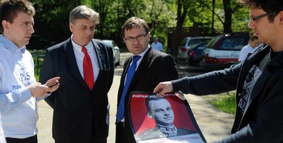 Tak było 6 lat temu. Od prawej  Karol M. Wojtasik, który był radnym PiS, ale już nie jest,  Zbigniew Girzyński  - wkrótce rozstał się z PiS, ale wrócił,